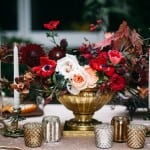 декор свадьбы осенью бордовый