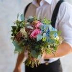 букет невесты розовый голубой